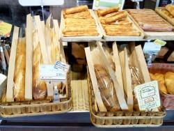 石窯で焼き上げた人気パン