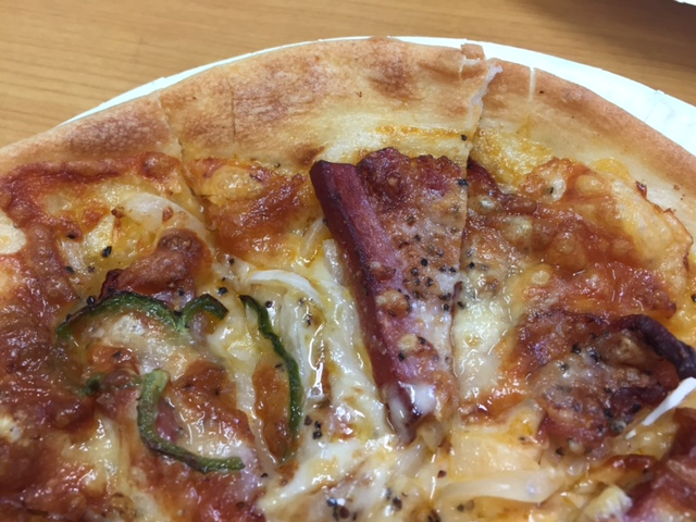 電気オーブンで焼いたピザ