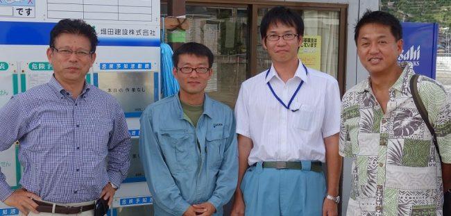 写真右端が川島さん