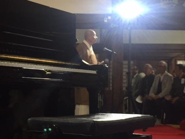 ピアノは木下志寿子さん