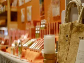 店頭ではオリジナルアロマブレンドの香りがふわりと香ります。